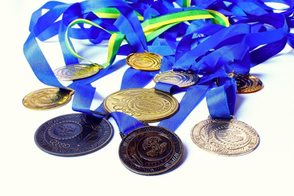 medallas esmaltadas y bañadas